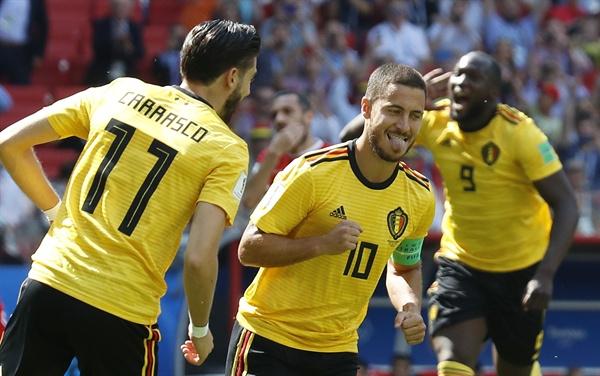 2018년 6월 24일(한국시간), 러시아 월드컵 G조 조별리그 2차전 벨기에와 튀니지의 경기. 벨기에의 에당 아자르(가운데)가 득점 후 동료들과 기뻐하고 있다.