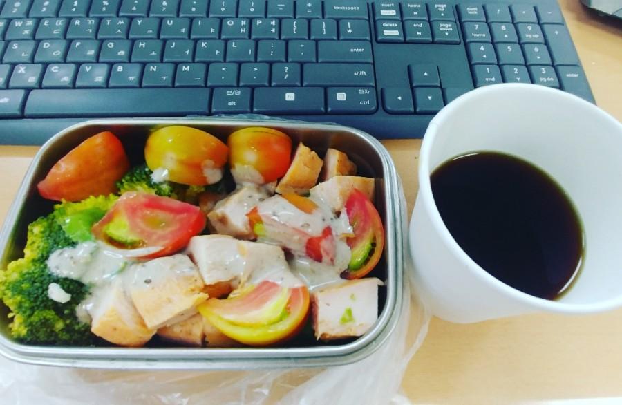 점심 도시락 월요일부터 목요일까지 주4회 샐러드를 먹는다