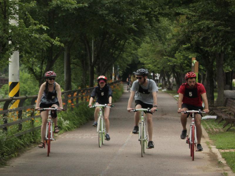 자전거도 대여해주지만 본인 자전거를 직접 가져와도 된다.