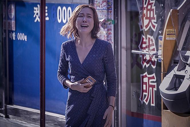 영화 <미씽: 사라진 여자>의 한 장면.