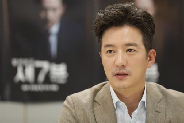 배우 정준호가 TV조선 탐사보도 프로그램 <세븐>의 새 진행자를 맡았다. 26일 오후 <세븐>의 기자간담회가 열렸다.