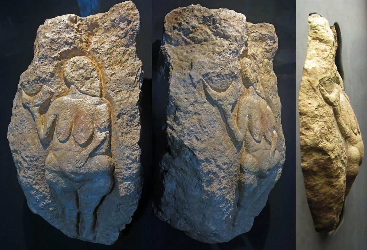 로셀의 비너스 석회암 높이 46센티미터. 프랑스 남서부 도르도뉴에서 나왔고, 기원전 25000년 전 구석기인이 새긴 것으로 밝혀졌다.