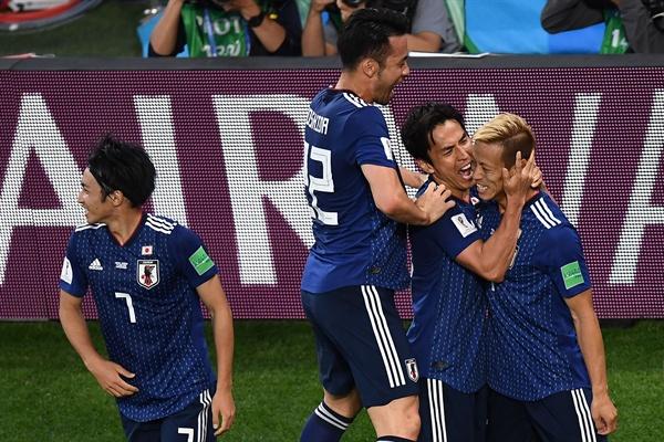 25일 오전 0시(한국 시각) 러시아 월드컵 조별리그 H조 세네갈과의 경기에서 승리한 일본 대표팀 선수들이 기뻐하고 있다.