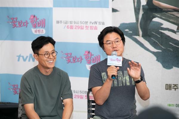 27일 서울 마포구 모처에서 진행된 <꽃보다 할배 리턴즈> 기자간담회에서 나영석 PD와 김대주 작가가 기자들의 질문에 답하고 있다.