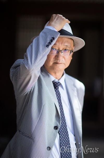<간송 전형필>,<아름다운 사람 권정생>등의 전기를 쓴 1세대 전기 작가 이충렬씨.