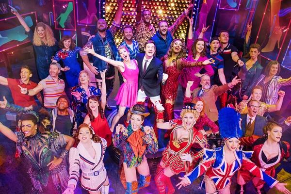 영국 런던 웨스트엔드에서 공연 중인 뮤지컬 <킹키 부츠>의 사진들.