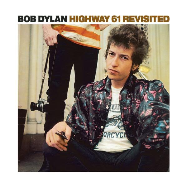 전기 기타를 들고 포크 페스티벌에 등장한 밥 딜런의 모습은 대중음악사를 바꿔놓는 상징적인 일대 사건이었다.
