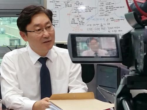 지난 27일 의원실에서 인터넷언론인연대와 인터뷰하고 있는 박범계 의원.