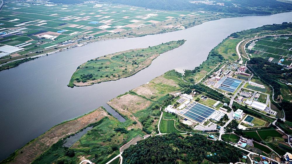 대구시가 옮겨가겠다는 구미시 해평면 구미광역취수장이 있는 낙동강의 전경.