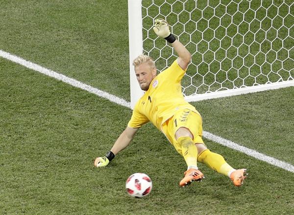2018년 7월 2일 오전 3시(한국시간), 크로아티아와 덴마크의 16강 경기. 덴마크의 골키퍼 캐스퍼 슈마이켈이 승부차기에서 공을 막아내고 있다.