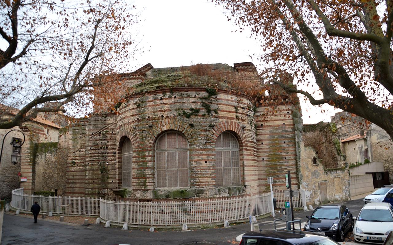 콩스탕탱 목욕탕 유적. 콘스탄티누스 1세가 4세기에 건설한 로마의 유적이다.