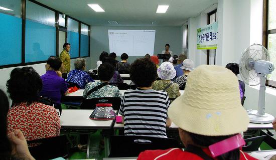 사진2 강의를 듣고 있는 수강생들.