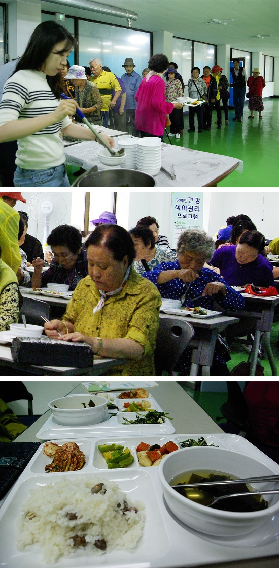 사진4 강의가 끝난 후 점심을 먹는 수강생들.