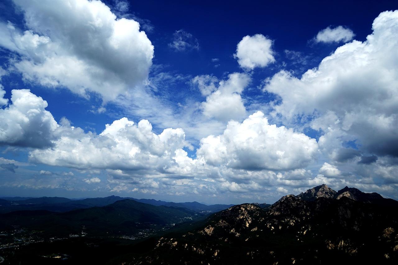 백운대와 멋진 구름