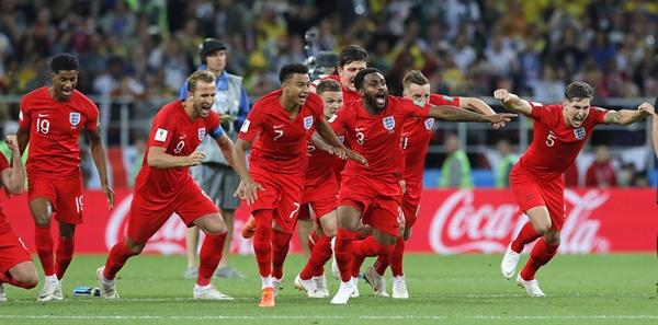 7월 4일 오전 3시(한국시간) 열린 러시아월드컵 16강 잉글랜드와 콜롬비아의 경기. 잉글랜드의 선수들이 승부차기 승리 후 환호하고 있다. 경기는 1-1(승부차기 4-3) 잉글랜드의 승리로 끝났다.