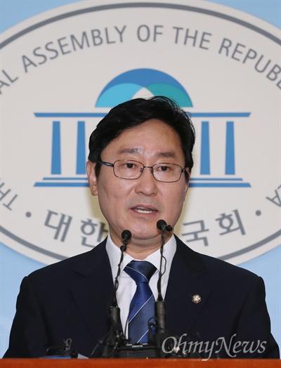 박범계 당권도전 공식화 더불어민주당 박범계 의원이 4일 오전 국회 정론관에서 당대표 선거 출마 선언을 하고 있다.