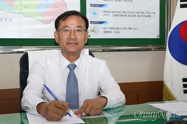제8대 대구 수성구의회 1기 의장으로 선임된 김희섭 더불어민주당 구의원.