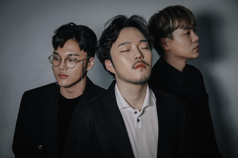 최근 새 음반 < Group >을 발표한 그룹 장덕철