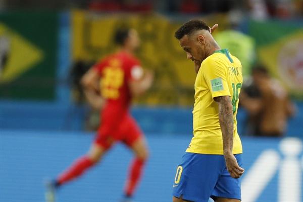 2018년 7월 7일 오전 3시(한국시간) 열린 러시아 월드컵 8강 브라질과 벨기에의 경기. 벨기에의 케빈 데 브라위너가 득점한 후 브라질의 네이마르가 당황한 모습을 보이고 있다.