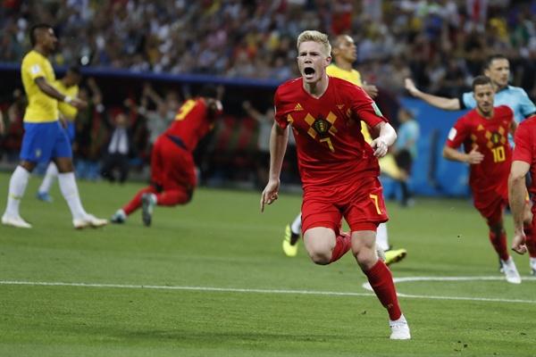 2018년 7월 7일 오전 3시(한국시간) 열린 러시아 월드컵 8강 브라질과 벨기에의 경기. 벨기에의 케빈 데 브라위너가 팀의 두 번째 골을 득점한 후 환호하고 있다.