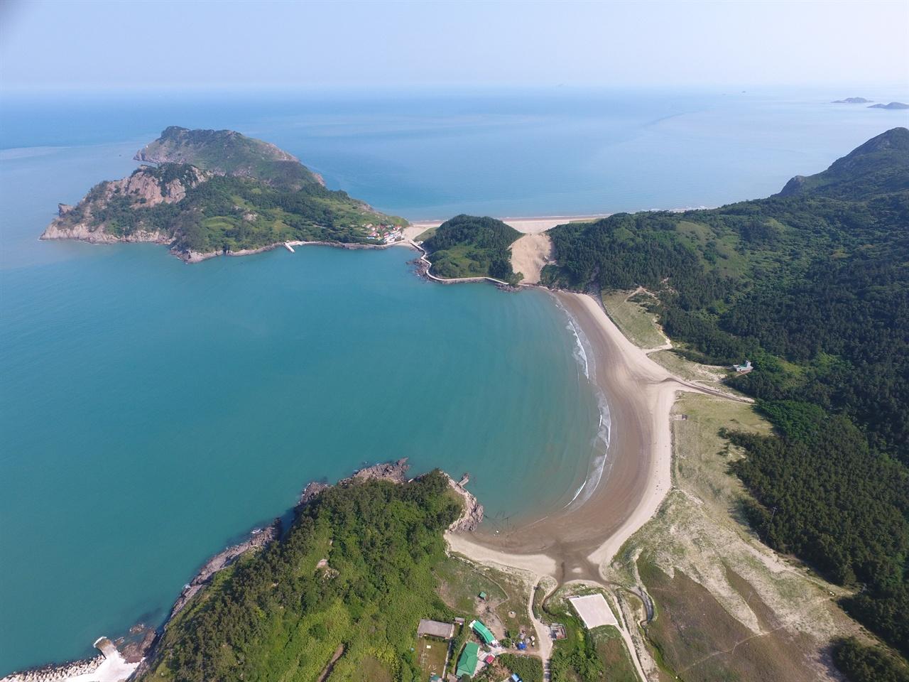 우이도 돈목, 성촌, 돈목 해수욕장 전경  신비의 섬 우이도의 자연 유산 모래 언덕과 해수욕장