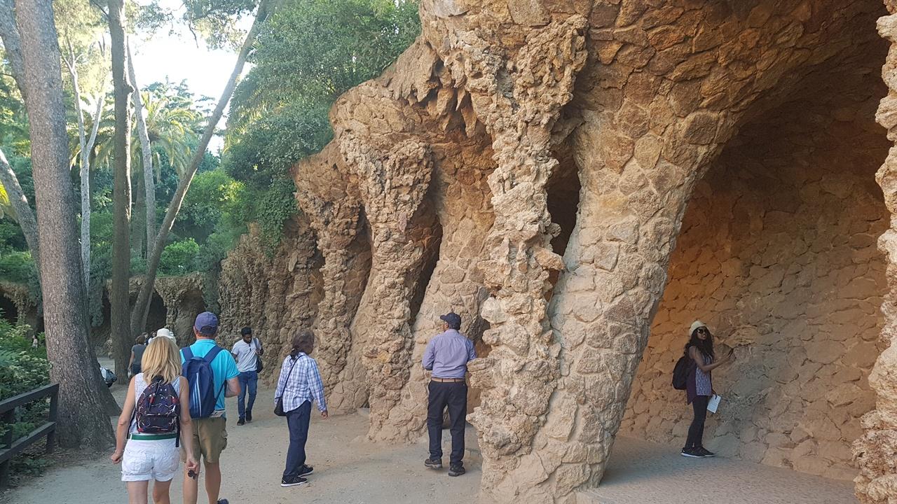 천연동굴이라는 느낌이 든 산책길이 걷기에 참 좋습니다.