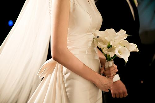 많은 청년이 결혼을 하고 싶어도 하지 못하는 상황에 처해있다.