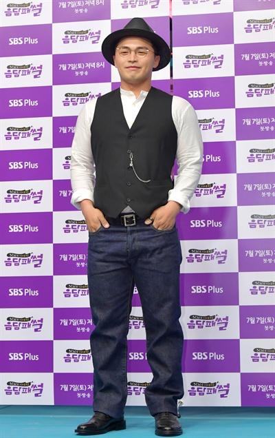 10일 서울 목동에서 열린 SBS PLUS <음담패썰> 기자간담회에 참석한 마이크로닷.