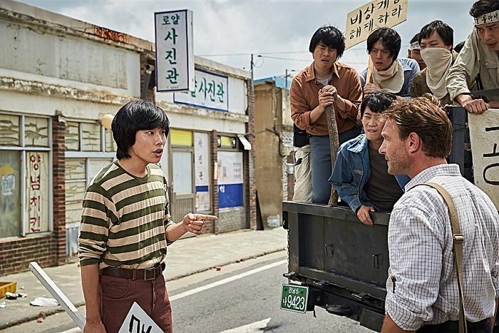 영화 <택시운전사>의 한 장면