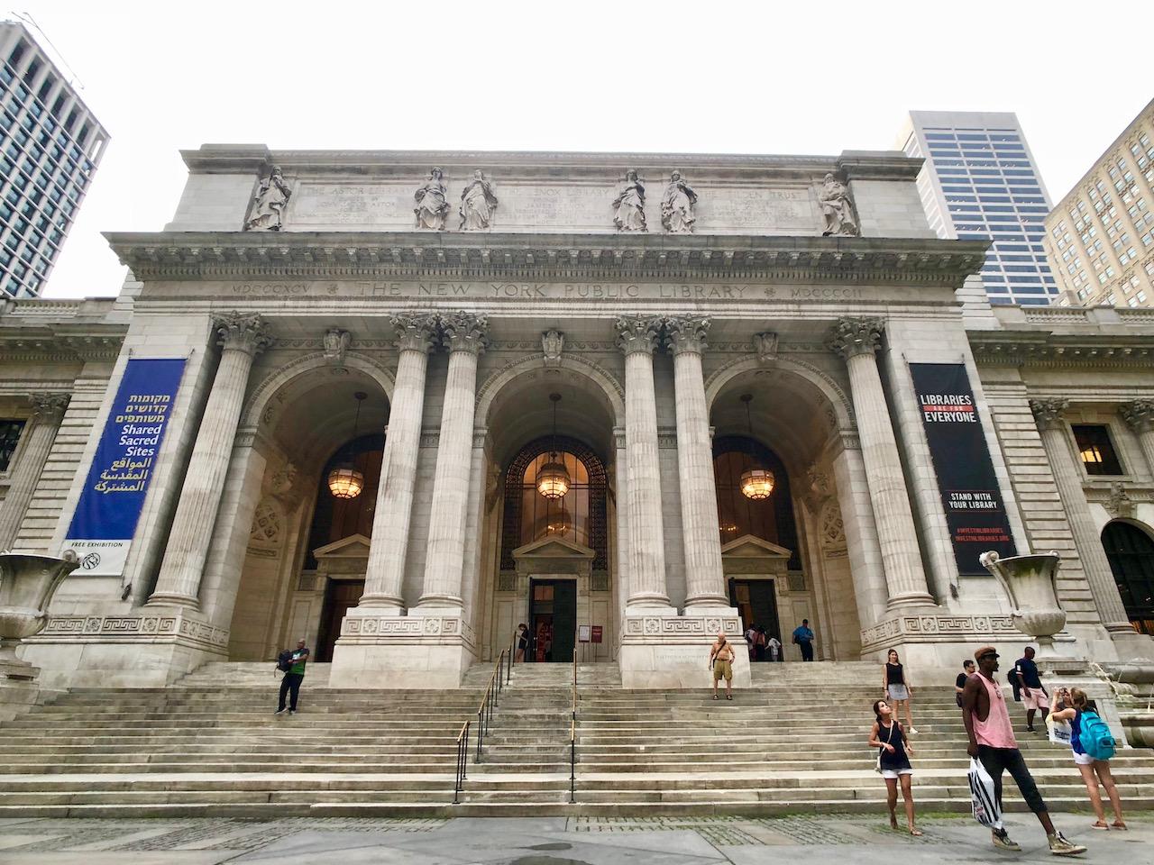 뉴욕에 살고 싶다고 느끼게 했던 뉴욕 공공 도서관의 파사드