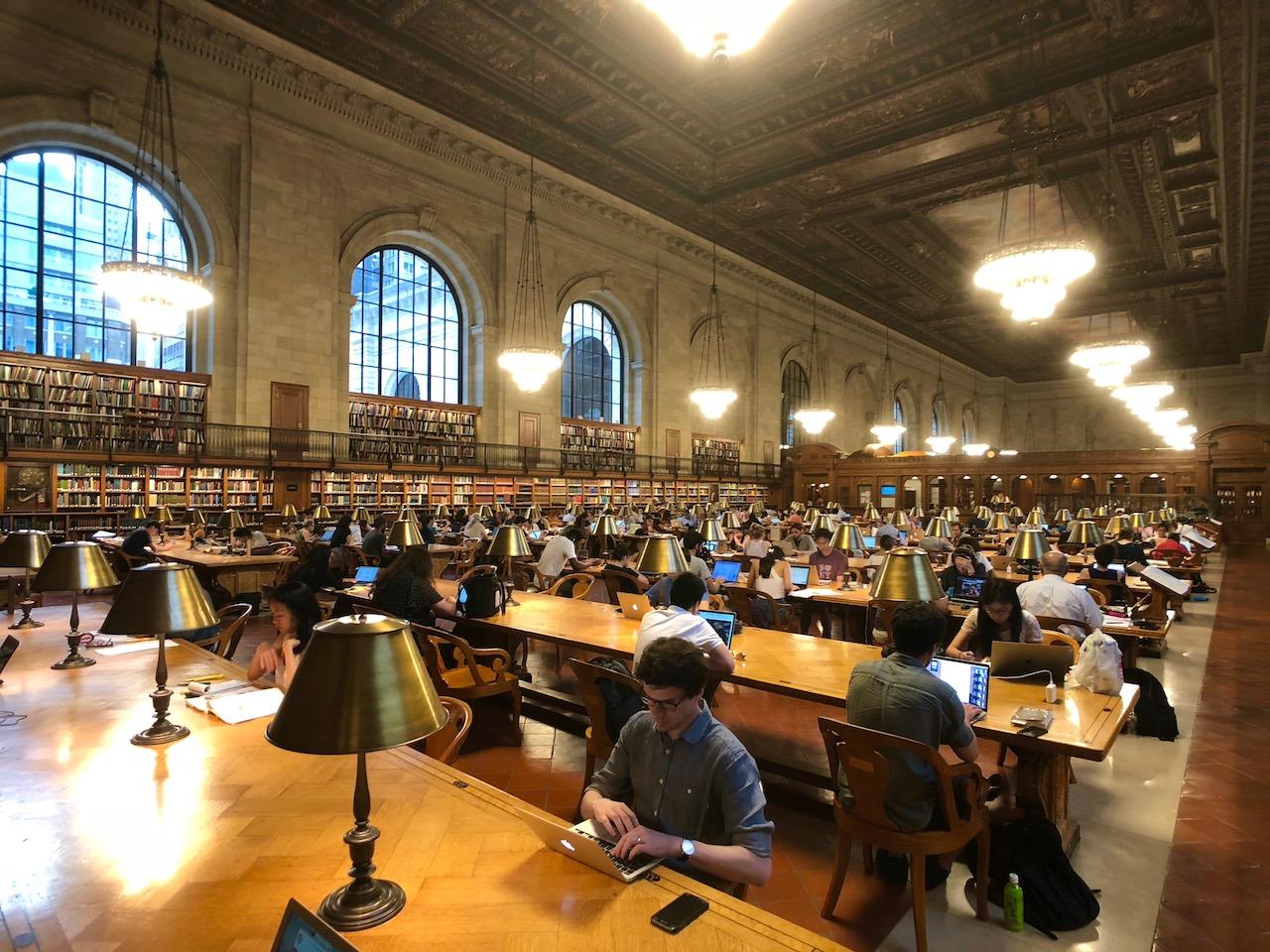 뉴욕 공공 도서관의 중앙 열람실