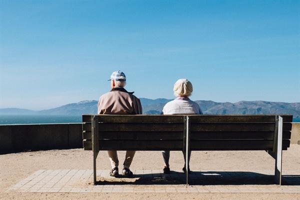 치매를 자연스러운 노화의 과정으로 받아들일 것인가, 아니면 절대로 걸려서는 안되는 무서운 질병으로 받아들일 것인가.