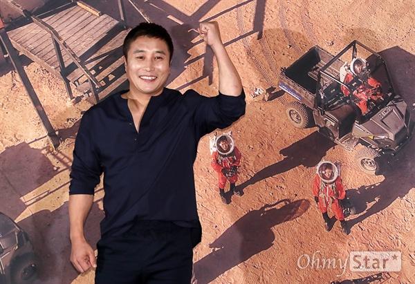 '갈릴레오: 깨어난 우주' 김병만, 정글을 넘어 화성으로! 개그맨 김병만이 12일 오후 서울 용산CGV에서 열린 tvN 블록버스터 SF 리얼리티 <갈릴레오: 깨어난 우주> 제작발표회에서  <갈릴레오: 깨어난 우주>는 국내에 공개된 적 없는 미국 유타주의 MDRS(Mars Desert Research Station/화성 탐사 연구 기지)에서 갈릴레오 크루가 196기로 활동하며 화성인으로서의 생존에 도전하는 프로그램이다. 15일 일요일 오후 4시 40분 첫 방송.
