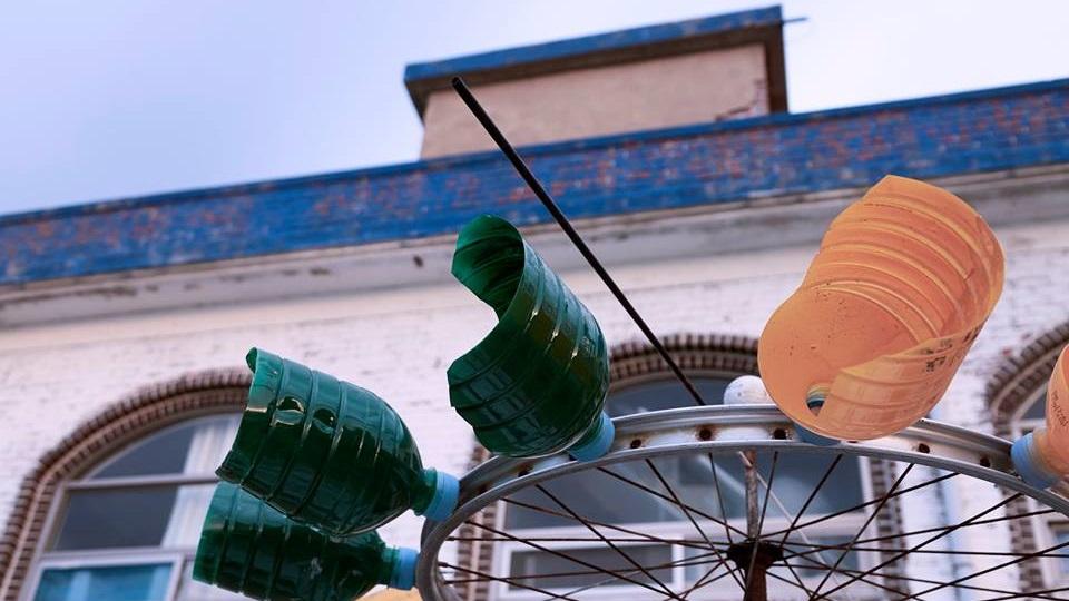 바람개비 숙소앞에 있던 사장님의 작품 / 폐자전거 휠과 페트병으로 만든 바람개비