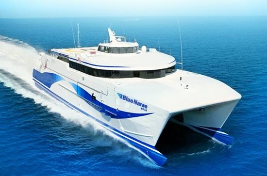 한일고속 완도선박영업소는 여객선 운항 선령기준 제한으로 지난 5월 17일 운항이 중단된 블루나래호 대체 선박인 신(新)블루나래호가 오는 21일경으로 운항을 준비하고 있다고 밝혔다.