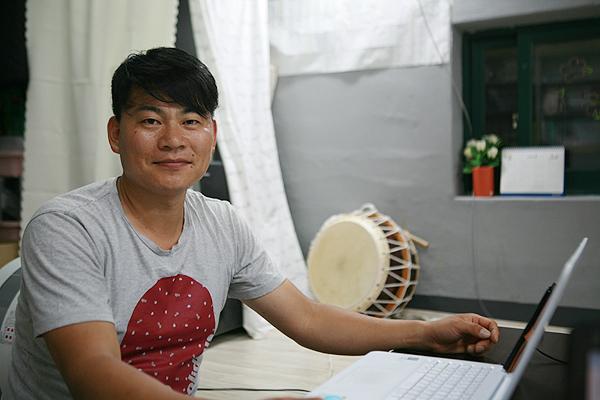 작은극장 다함 협동조합 김영태 대표 우리 작은극장 다함이 지역 주민들과 함께 하는 문화공간으로 언제나 열려 있는 소극장이기를 소망합니다.