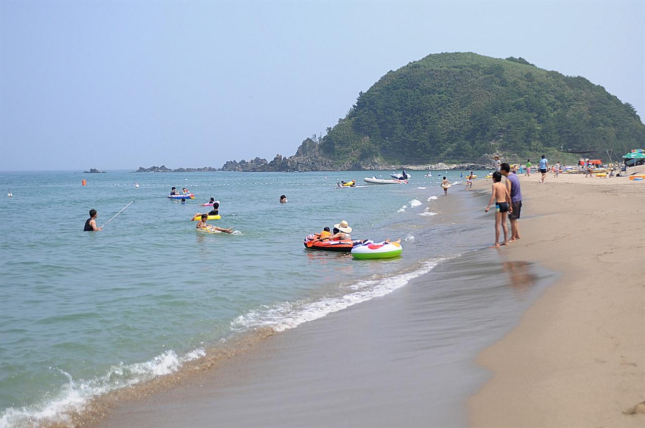 맹방 해변  삼척의 대표적인 해변. 길이만 4km 넘는 해안에 3개의 해수욕장이 있다.