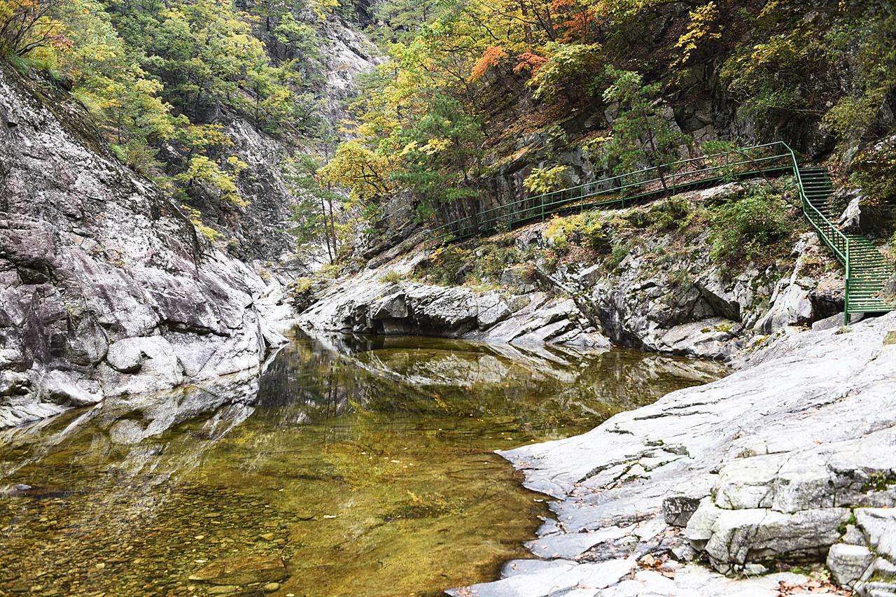 가을의 용소골 여름날도 좋지만, 가을날의 계곡 트레킹도 좋다.