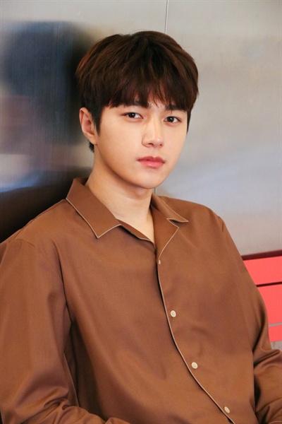 지난 10일 오후 JTBC <미스 함무라비> 촬영을 마치고 판사 '임바른' 역할의 배우 김명수(인피니트 엘)가 종영 인터뷰에 응했다.