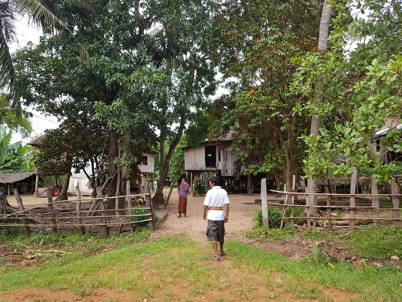 전기가 귀한 캄보디아의 시골 깜뽕짬 마을