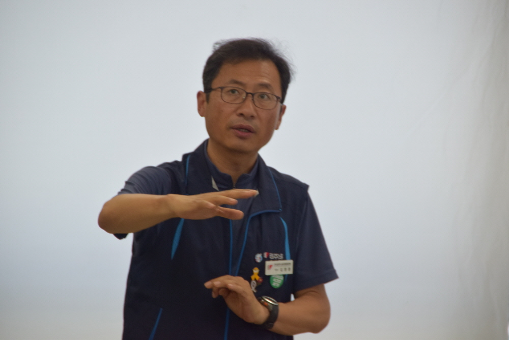 하반기 총파업 필요하다 민주노총 김명환 위원장이 창원을 찾아 하반기 투쟁방향에 대한 강연을 진행했다.