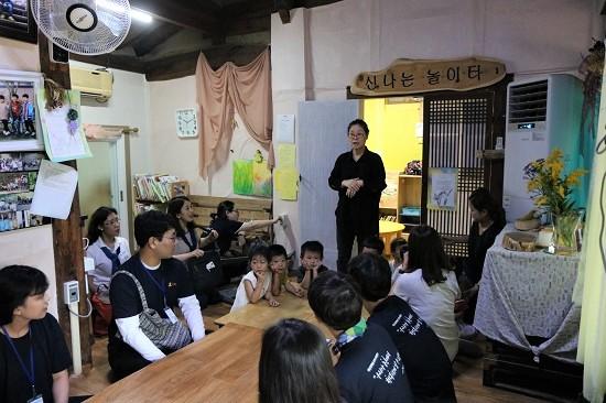 신나는 놀이터 고은미 원장이 어린이집 운영 방침을 설명하고 있다.