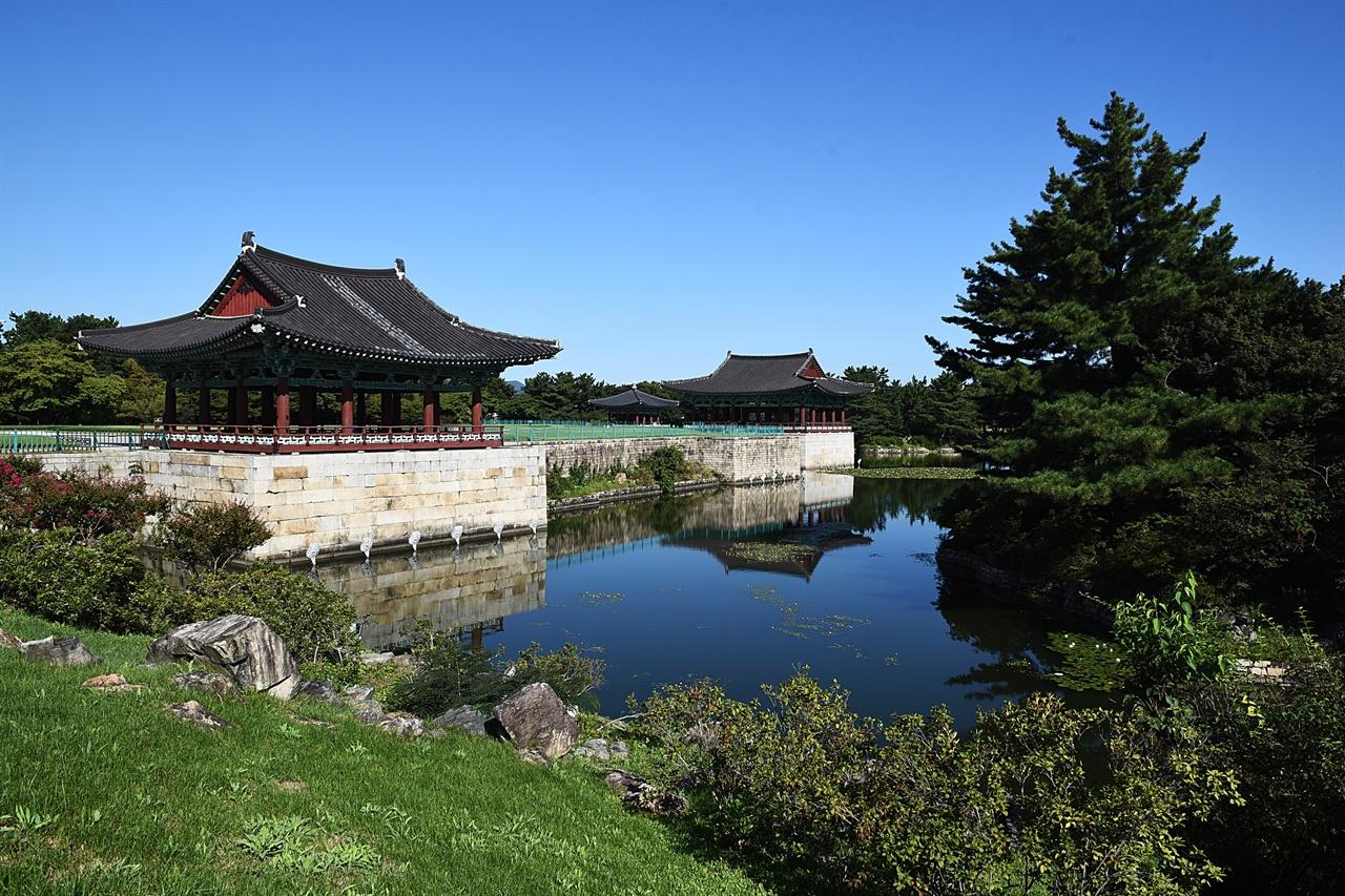 동궁과 월지 건물은 옛 모습이 아니지만, 연못은 옛 모습에 가깝다.