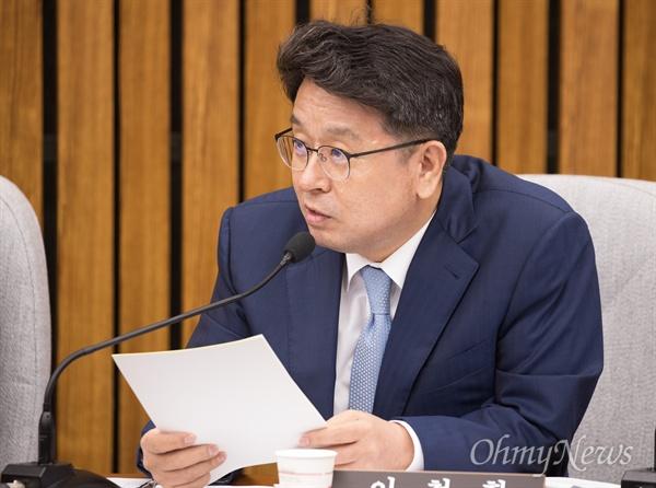 이철희 더불어민주당 의원이 23일 오전 서울 여의도 국회에서 열린 김선수 대법관 인사청문회에서 질문을 하고 있다.