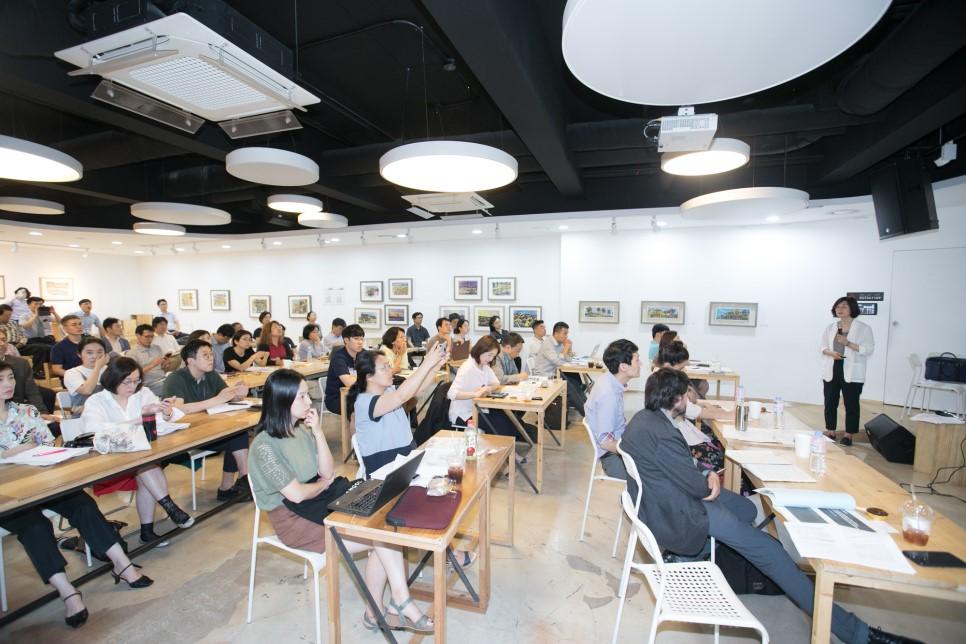 7월 12일 2018 협동조합주간기념 국제컨퍼런스 겸 서울시사회적경제지원센터 제2회 콜로키움 '일과 미래, 노동자협동조합'이 서울시NPO지원센터에서 개최됐다.