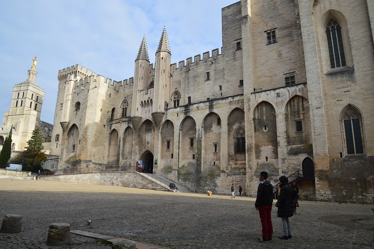 아비뇽 교황청. 유럽의 기독교 역사를 바꾸어놓았던 역사적 사건이 벌어진 유적이다.