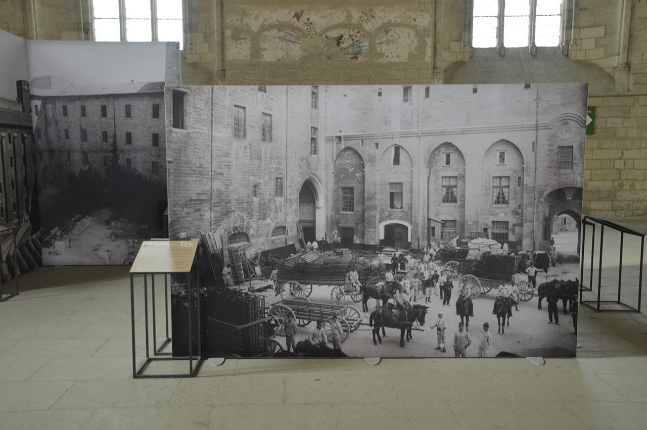 교황청 기록사진. 넓은 전시실에는 교황청의 역사를 담은 사진이 건물에 대한 이해를 돕는다.