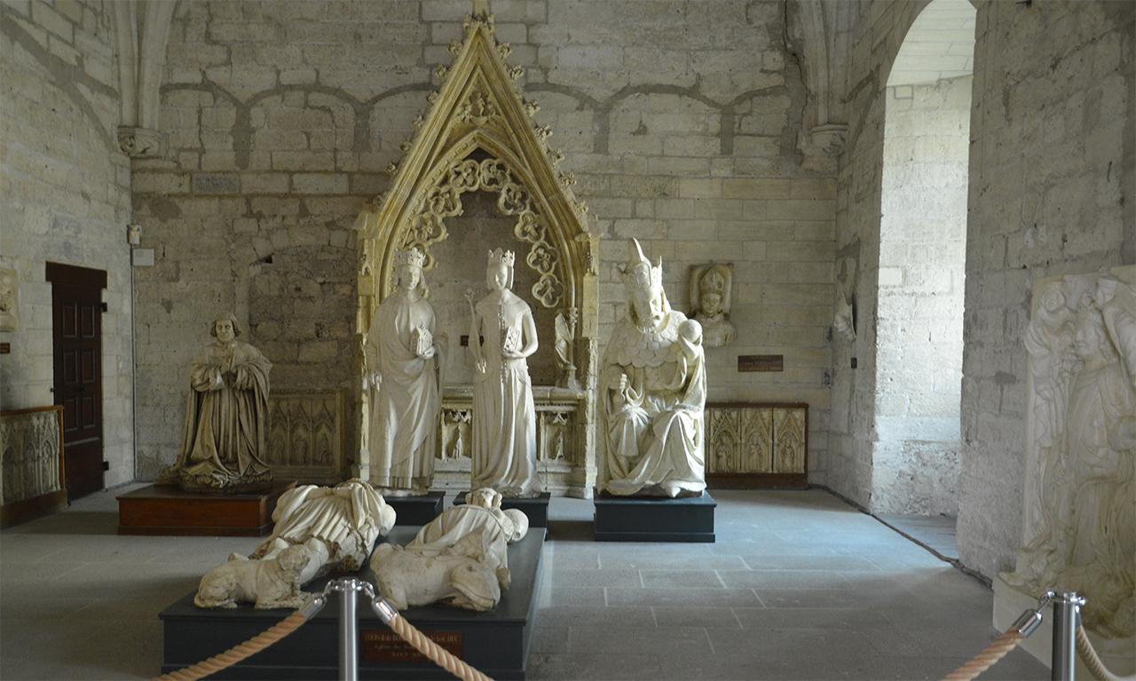 교황청 예배당 유적.  중세시대에는 이곳에서 초청받은 사람들만이 미사를 드릴 수 있었다.