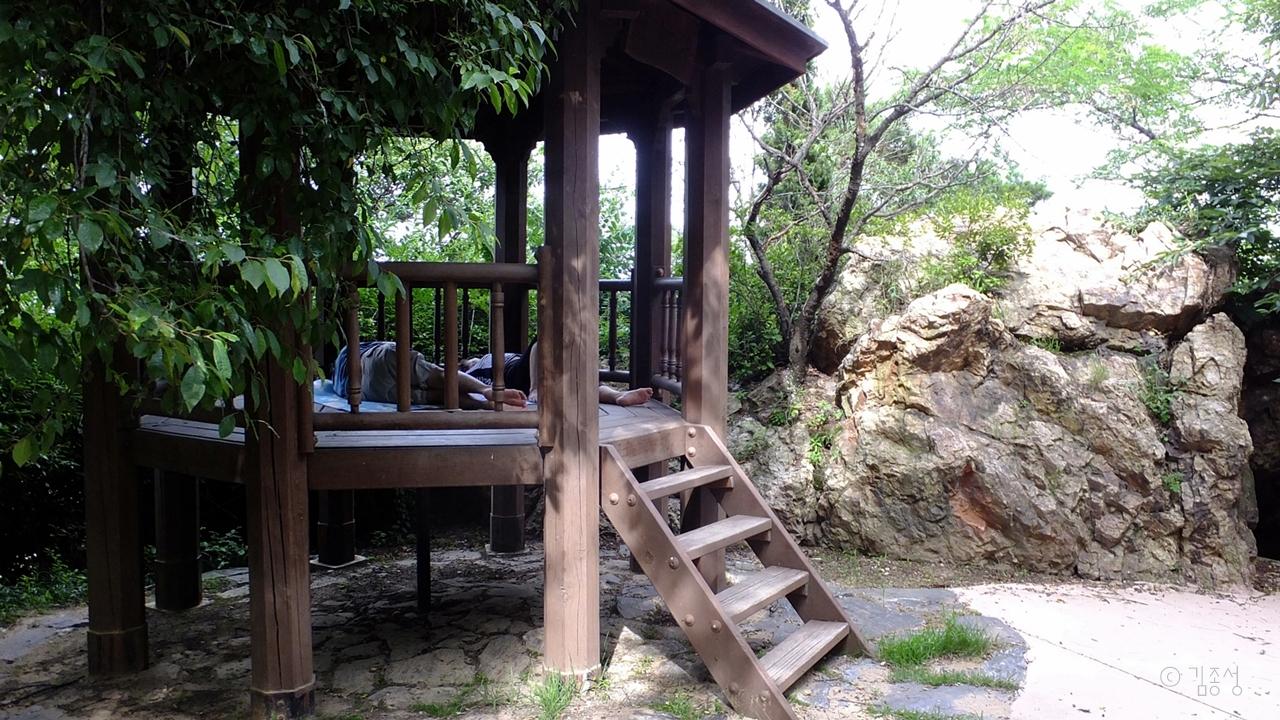 시민들의 무더위 쉼터가 되어주는 옥구공원.
