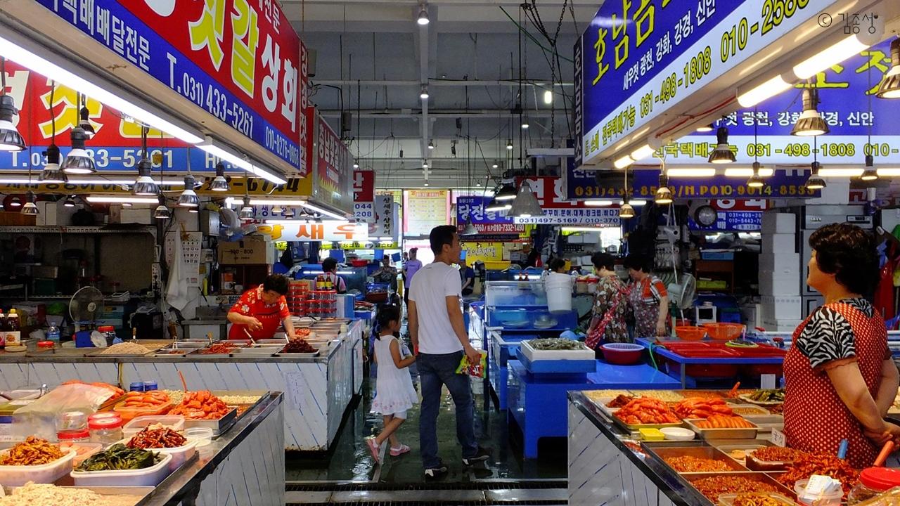 언제가도 풍성한 오이도 수산시장.